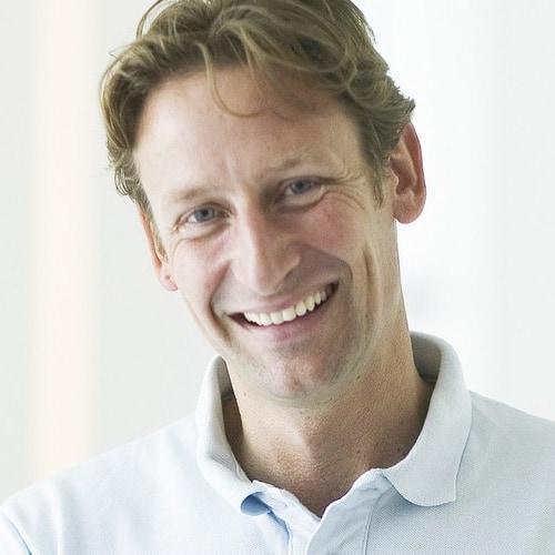 Zahnarzt Dr. Alexander Mohr in der Zahnarztpraxis mohr smile in Neu-Issenburg bei Dreieich & Offenbach