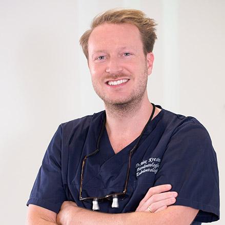Zahnarzt Dr. Kresing in der Zahnarztpraxis mohr smile in Neu-Isenburg
